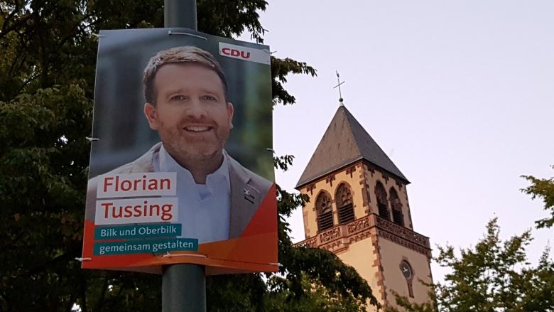 Kandidatenplakat von Florian Tussing mit der Apollinariskirche im Hintergrund