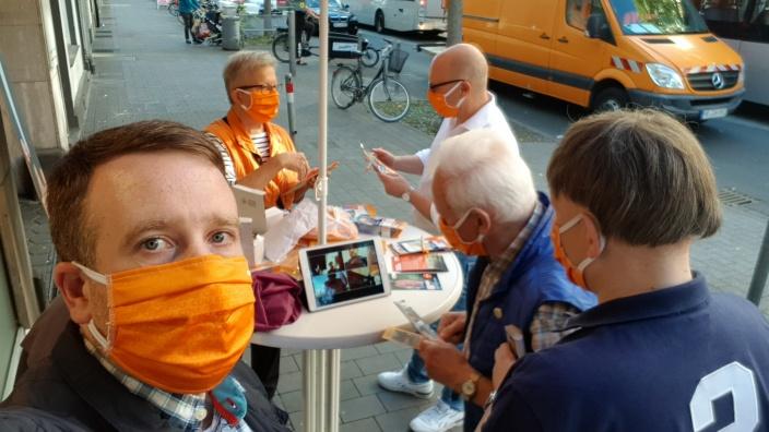 Dr. Keller - digital auf der Kölner Straße. Infostand der CDU Oberbilk